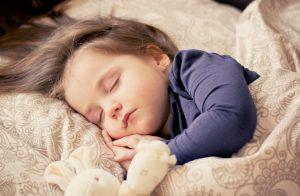 Soigner-les-troubles-du-sommeil-avec-lhypnose-300x196.