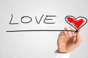 équipez-l-amour-de-mot-d-écriture-avec-un-coeur-rouge-46243515